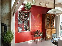ziat terre chaux platre Gomme Laque, Restaurant, Decoration, Cabin, House Styles, Home Decor, Pisa, Whitewash, Arm Cast