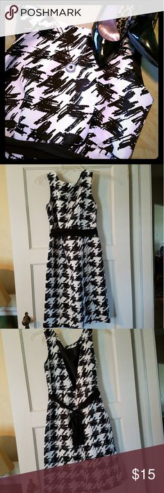 Black and White Abstract Dress Sz 8 Trendy dress - nearly new- perfect for Date Night! Limited Edition  Dresses Backless