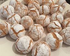 Super simpele koekjes, maar toch verslavend lekker. Amandelmeel kan je gewoon halen bij de supermarkt, ik heb de mijne van … Biscuit Cookies, Cake Cookies, Baking Recipes, Cookie Recipes, Sweet Pie, Sweets Cake, Food Humor, Yummy Snacks, High Tea