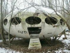 Abandoned 1968 futuro house, PA.