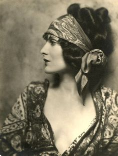 Have a 1920s fundraiser to go to in March (first event post knee surgery); this is the the look I am going to copy. Boho chic started back then you know! ;-)