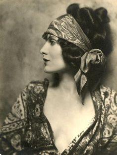 1920's style, gorgeous headscarf