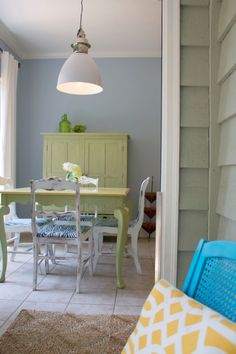The breakfast room half of our kitchen is complete, and I couldn't be happier with the light bright cheerful outcome!