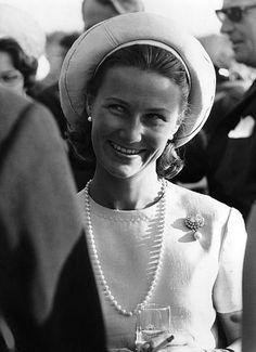 Kronprinsesse Sonja. Brosjen er en arv fra Dronning Maud.