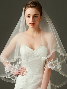 Single Layer or Two layer Veil? A single layer veil also works well for a bride who is planning to wear their veil at the back of the head to accentuate an updo. The wedding veil really gives the bridal ensemble a complete look. Ivory Wedding Veils, Wedding Tiaras, Drop Veil, Bridal Headpieces, Bridal Headbands, Vintage Bridal, Wedding Party Dresses, Wedding Attire, Bridal Looks