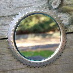 upcycling ideen mit fahrradteilen zahnraeder spiegel idee silber modern