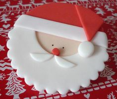 Santa fondant cupcake topper tutorial, I would do this out of Fimo to make an ornament. Christmas Cupcake Toppers, Christmas Topper, Christmas Cake Decorations, Christmas Cupcakes, Christmas Sweets, Christmas Cooking, Noel Christmas, Valentine Cupcakes, Christmas Kitchen