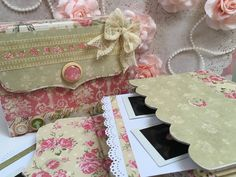 Make Shabby Chic Decoration yourself: Practical tips and lots of inspiration - Decoration Solutions Mini Scrapbook Albums, Scrapbook Paper, Mini Albums, Scrapbooking Shabby, Decoupage Tins, Creative Labs, Shabby Chic Christmas, Christmas Decorations To Make, Mini Books