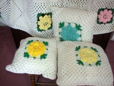 Sweet Crochet Floral Throw for the Cottage!   Vintage-Handmade-Crochet-Roses-Flower-Afghan-Throw-Blanket-Bedspread-Pillows-LOT