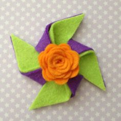 Felt rose on pinwheel clip