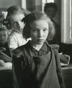 """Polish Jewish schoolgirls"" Photo: Roman Vishniac (1897 - 1990) Poland - Warszawa (Warsaw), 1938"