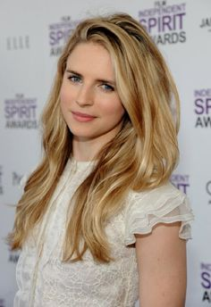 Brit Marling (7 de agosto de 1983, Chicago, Illinois, Estados Unidos) Es actriz, cineasta y guionista.