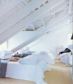 Camera da letto mansardata