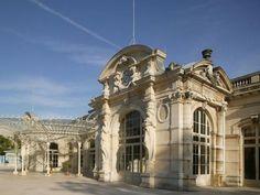 Palais Des Congres Opera Vichy : Situé en plein centre-ville, dans un écrin de verdure, il bénéficie d'un environnement unique en France. http://www.aleou.fr/salle-seminaire/1665-palais-des-congres-opera-vichy.html