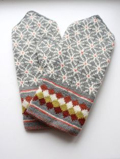 Handmade double mittens made from best natural wool very warm and comfortable size: L for women, size: S/M for men made in Latvia Fingerless Mittens, Knit Mittens, Knitted Gloves, Knitting Socks, Hand Knitting, Wrist Warmers, Hand Warmers, Knitting Designs, Knitting Projects