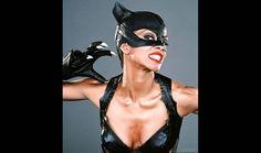 """Maquillaje de Halloween: Halle Berry en """"Catwoman""""."""