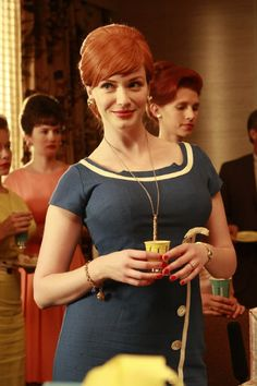 Christina Hendricks as Joan Holloway - Mad Men Christina Hendricks, Betty Draper, Hollywood Glamour, Mad Men Mode, Cristina Hendrix, Mad Men Joan Holloway, Mode Pin Up, Joan Harris, Mad Women