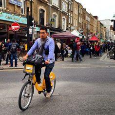 This cyclist is looking very cool on Brick Lane. Via @Juan Carlos Vélez Pérez on Twitter.