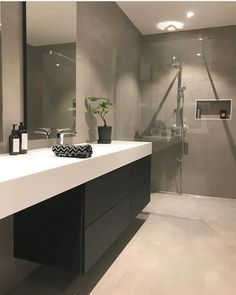 od morgen😃☕️Føler meg som en zombie i dag😵Hadde besøk i går kveld, . Modern Bathroom Mirrors, Modern White Bathroom, Bathroom Vanity Designs, Master Bedroom Bathroom, Zen Bathroom, Bathroom Design Luxury, Small Bathroom, Concrete Bathroom, Bathroom Pictures