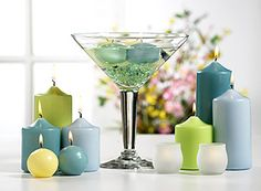 crisp and summery colors of ice blue sage celery green and turquoise . Martini Glass Centerpiece, Candle Wedding Centerpieces, Candle Holders Wedding, Centerpiece Ideas, Red Candles, Floating Candles, Candle Arrangements, Wedding Inspiration, Wedding Ideas