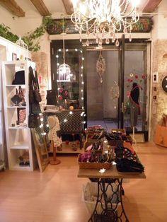 La tienda de labicha creativa (Mirallers, 7, El Born, Barcelona) vestida para las fiestas!!