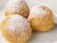 Für die Apfel-Topfen-Knödel Butter mit Zucker und Ei schaumig schlagen, Topfen, Salz, Vanillezucker und Zitronenschale beigeben. Die Apfelwürfel