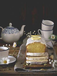 Pocas cosas reconfortan tanto durante los fríos días de invierno como un rico bizcocho casero a media tarde, compañero ideal de esa taza calentita de café, té, chocolate...