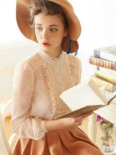 Das Mädchen Tips to Wearing a Floral Chiffon Blouse There are objects that every female have to have Vintage Dresses, Vintage Outfits, Vintage Fashion, Vintage Blouse, Modern Victorian Fashion, Quirky Fashion, Trendy Fashion, Modest Fashion, Look Retro
