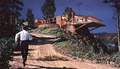 Vandamm House, from North by Northwest. Was never actually built, but it is my dream home. Especially if Cary Grant comes with it. North By Northwest, Cantilever Architecture, Study Architecture, Vintage Architecture, Architecture Details, Cary Grant, House On Stilts, Alfred Hitchcock, Hitchcock Film