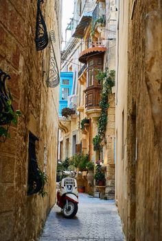 Experiencing the luxury of Asolo, Italy, I felt as though I were in a dream--until I gave into the delicious decadence. Becoming a Countess in Asolo, Italy Cinque Terre, Driving In Italy, Malta Beaches, Italy Travel Tips, Travel Europe, Travel City, Paris Travel, Cities, Italian Men