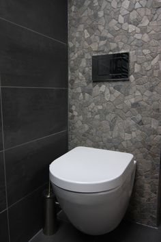 Projecten | Bad en Wonen Trends badkamer badmeubel meubel Ensuite Bathrooms, Bathroom Inspo, Grey Bathrooms, Bathroom Toilets, Toilet Closet, Toilet Room, Guest Toilet, Downstairs Toilet, Wc Original