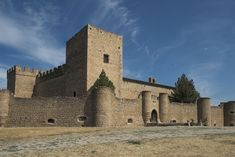 DE Beautiful Castles, Beautiful Places, Fantasy Castle, Walled City, Fortification, Ancient Ruins, Spain And Portugal, Secret Places, Beautiful Architecture