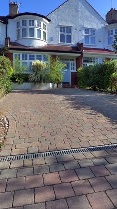 Block Paving Front Garden Driveway London Topiary and Granite paving driveway. Contact anewgarden for more information Front Garden Ideas Driveway, Driveway Design, Driveway Landscaping, Block Paving Driveway, Driveway Installation, Sandstone Paving, Granite Paving, Paving Design, Concrete Driveways