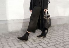 http://www.mesmerizefashion.eu/2016/01/knitted-culottes.html Total black set on blog! details: 1.http://www.emily-cho.com/products/alix-mini-bucket-in-black 2.http://www.shein.com/Black-Middle-Waist-Straight-Pant-p-243091-cat-1740.html?utm_source=mesmerize87.blogspot.com&utm_medium=blogger&url_from=mesmerize87 3.http://www.sammydress.com/product2125156.html?lkid=321968 4.https://www.danielwellington.com/de/classic-sheffield-lady