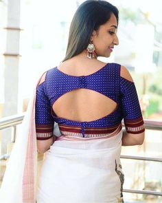 Simple and Stylish Blouse Back Neck Designs Saree Blouse Neck Designs, Stylish Blouse Design, Fancy Blouse Designs, Bridal Blouse Designs, Choli Designs, Designer Blouse Patterns, Indian Dresses, Indian Outfits, Blouse Styles