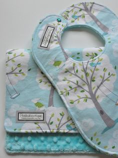 BIb and BURP Cloth Gift Set in Windy Day by peekabootiquequilts