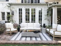 Summer outdoor rooms that will inspire you! #porch #porchdecor #patio #patiodecor #summertime