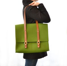 100% wool felt SATCHEL with leather handles - green. €95.00, via Etsy.