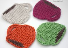 This crochet coaster pattern can easily become your go to gift for Christmas this year!