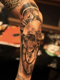 Realistic black and gray Skull with Clock tattoo done by tattooo artist Miguel Bohigues Tattoos Masculinas, Time Tattoos, Arrow Tattoos, Feather Tattoos, Skull Tattoos, Trendy Tattoos, Foot Tattoos, Forearm Tattoos, Body Art Tattoos