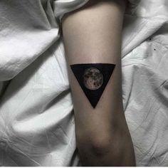 üçgen içinde ay dövmeleri moon tattoos inner triangle
