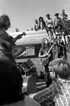 Now this looks like a grate time! :) Jerry Garcia, Bob Weir..