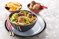 http://www.plus.nl/recepten/gewokte-gehaktballetjes-in-teriyaki-saus-met-noodles Bekijk via deze link dit heerlijke Zo Gecheft recept. Gewokte gehaktballetjes in Teriyaki saus met noodles