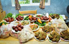 Easter, Happy Easter, grass, colorful, eggs, Easter eggs, զատիկ, սուրբ զատիկ, շնորհավոր սուրբ զատիկ, քրիստոս հարյավ ի մեռելոց օրհնյալ է հարությունը քրիստոսի, հայկական սեղան, ավանդական, traditional Armenian food