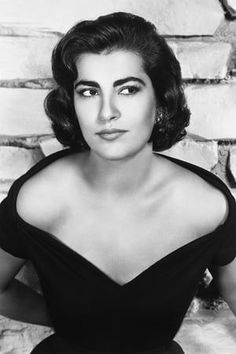 Irene Papas, Mediterranean People, Albanian Culture, Royal Academy Of Arts, Classic Movie Stars, Old Pictures, Amazing Pictures, Silver Surfer, Love Photos