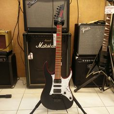 Ottima chitarra Ibanez GRG 250 DX.