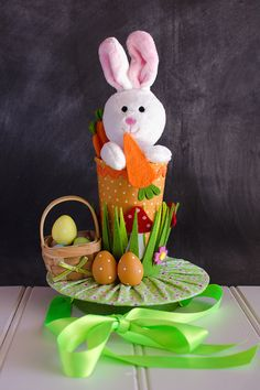 Easter bonnet ideas sure to wow at the Easter parade. From easy Easter hats to fun Easter crowns, here are 17 Easter bonnets the kids will love. Crazy Hat Day, Crazy Hats, Easter Bonnets For Boys, Easter Bunny, Easter Hat Parade, Diy Ostern, Easter Activities, Children Activities, Craft Activities