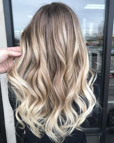 Another gorgeous painting! ✨✨My favorite 💕 Painted with Kenra Professiona… Balayage – Wandbehang Dip Dye Hair, Dyed Blonde Hair, Blonde Hair Looks, Blonde Dip Dye, Beige Blonde Balayage, Brown Ombre Hair, Ombre Hair Color, Brunette Color, Cheveux Beiges