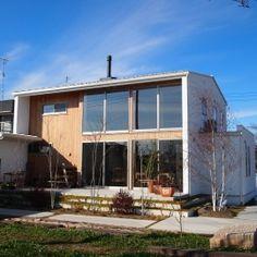 群馬県邑楽町・土間リビングの家 A houseの部屋 大きな窓・白い壁・無垢板でアクセント