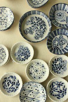 ABruxinhaCoisasGirasdaCarmita: Coleção de pratos de cerâmica